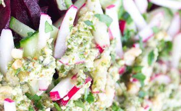Свекольный салат с соусом песто - FreshMart