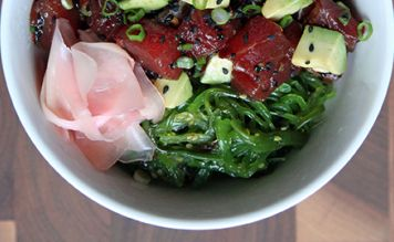 Салат с тунцом и авокадо - FreshMart
